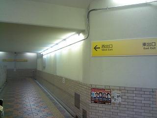 岡寺駅の改札前